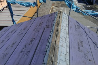 棟周辺の防水紙に傷みが見られる場合は補修