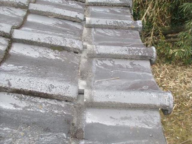 津山市で屋根補修。一部瓦葺き直し、雨樋・波板を修理しました。