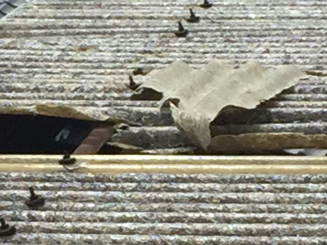 岡山市北区 屋根破損 屋根材が捲れています。