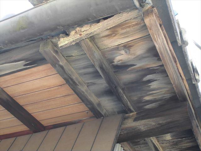 岡山市中区で雨漏り修理の依頼があり腐った屋根板も取替えました