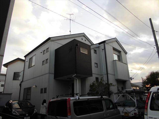 倉敷市で雨漏り修理依頼|劣化したスレート瓦から天井裏に雨漏り跡多数ありました。