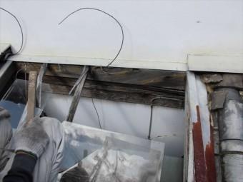 岡山市東区 ガラスが割れ雨漏り下地も腐っています