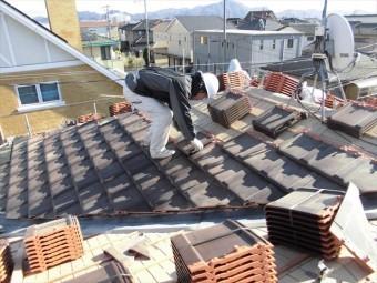 岡山市南区 2階平板瓦を葺いていきます。