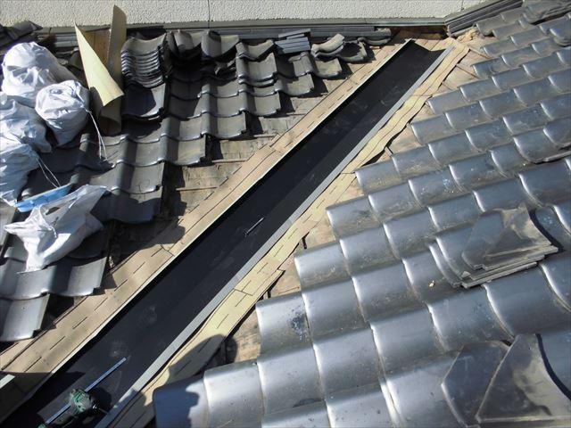 岡山市北区 雨漏り修理 谷板金取り替え工事