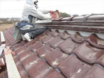 津山市 南蛮漆喰シルガードを使い雁ぶりを納めていきます。
