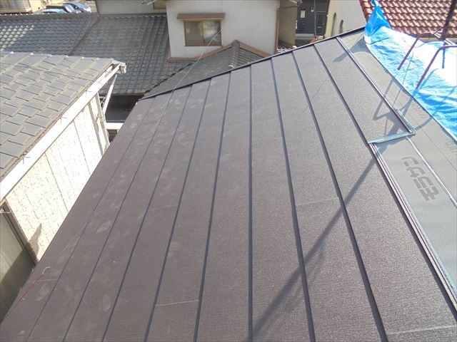 岡山市北区 軽量屋根材でリフォーム工事