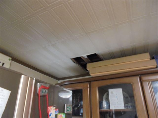 岡山市中区で屋根の雨漏り修理の依頼を受けて現調にお伺いしました。