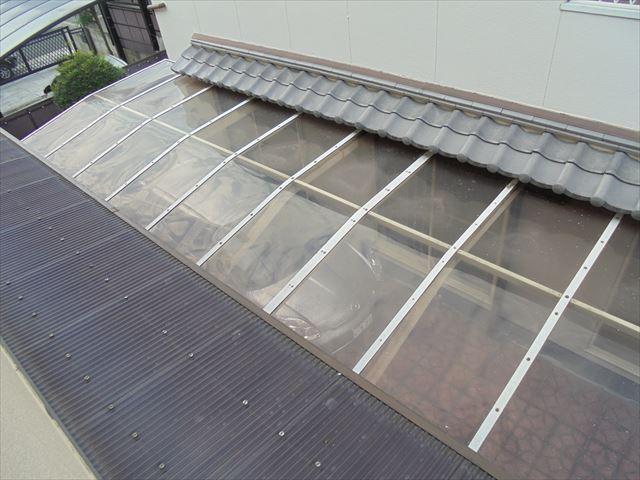 岡山市南区 漆喰補修工事 急こう配 隣のカーポート