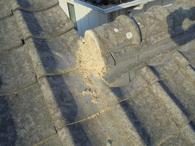 倉敷市で屋根修理 落ちそうな漆喰を取り除きます