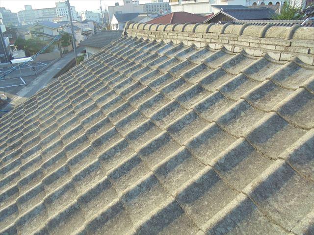 倉敷市で屋根修理 セメント瓦の劣化が進んでます。