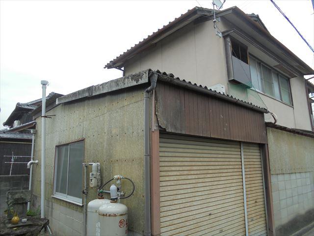 倉敷市で車庫のスレートの雨漏り修理の依頼があり点検にお伺いしました。