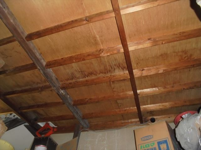 倉敷市で雨漏り修理 天井に雨漏りのシミが