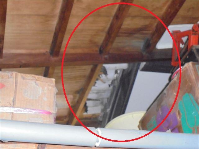 倉敷市 車庫のスレート 雨漏り修理 下地が腐っています。