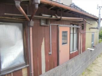 倉敷市 壁の板が剥がれてきています