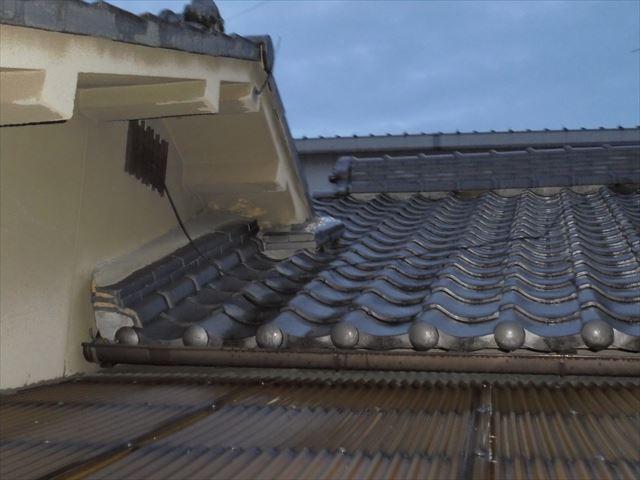 岡山市北区で雨漏り修理の点検依頼。雨水が照明器具の中に入り大変です。