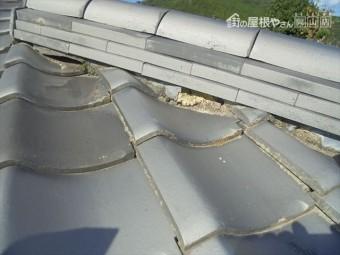 岡山県和気町で屋根修理 隅棟の三日月漆喰も欠落しています