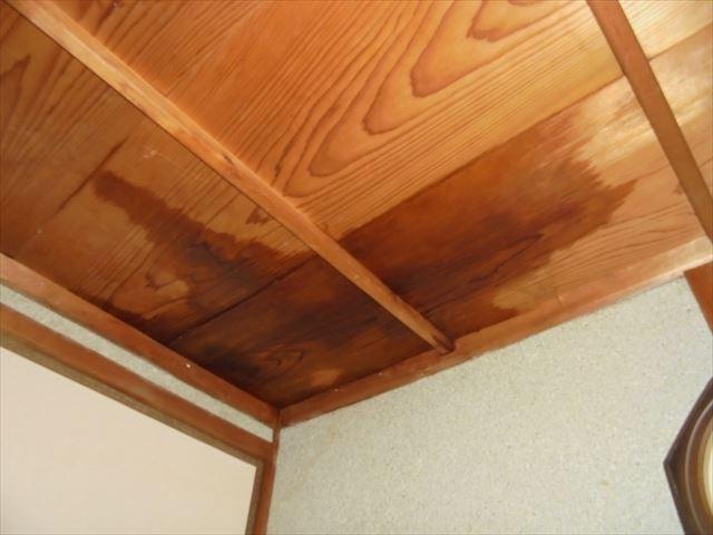 備前市 雨漏り修理 天井から雨水