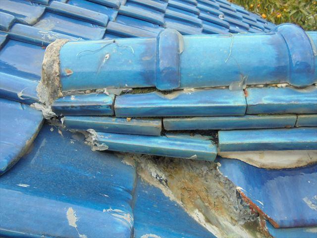 備前市 雨漏り修理 棟瓦がずれてます。
