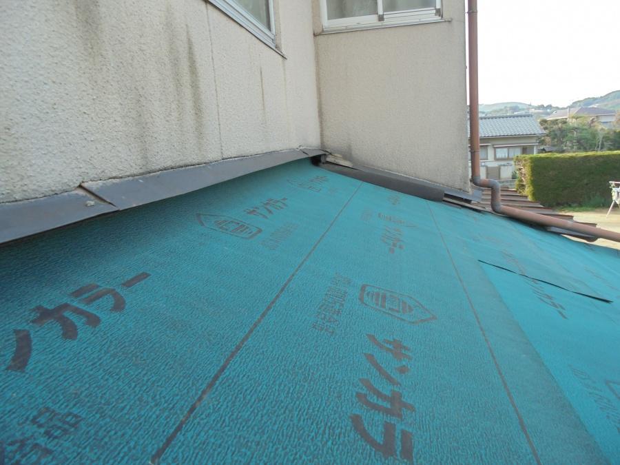 倉敷市で雨漏り修理/瓦屋根を撤去して軽い板金屋根にリフォーム