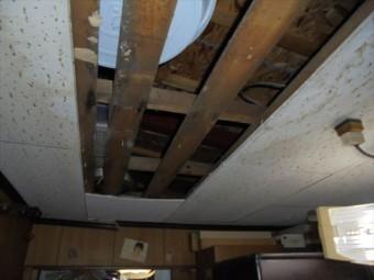 岡山市北区 雨漏り修理 天井が落ちてます。