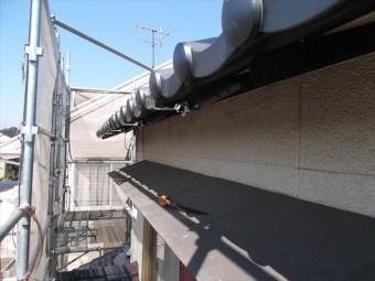 岡山市南区 屋根工事 屋根リフォーム 角樋の金具取付け