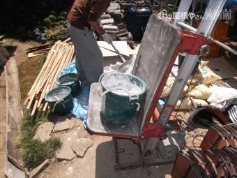 岡山県久米南町 屋根工事 屋根リフォーム 瓦揚げ機で材料揚げ