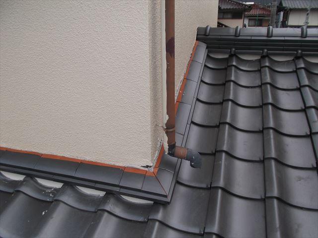 岡山市南区で屋根リフォーム セメント瓦を三州瓦に葺き替え 壁際の熨斗工事