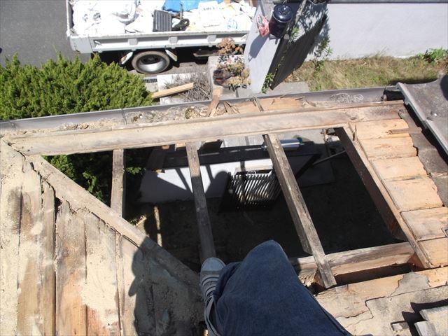 赤磐市 雨漏り修理 棟瓦積み直し 腐った野地板撤去