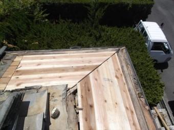 赤磐市 雨漏り修理 棟瓦積み直し 腐った野地板張り替え