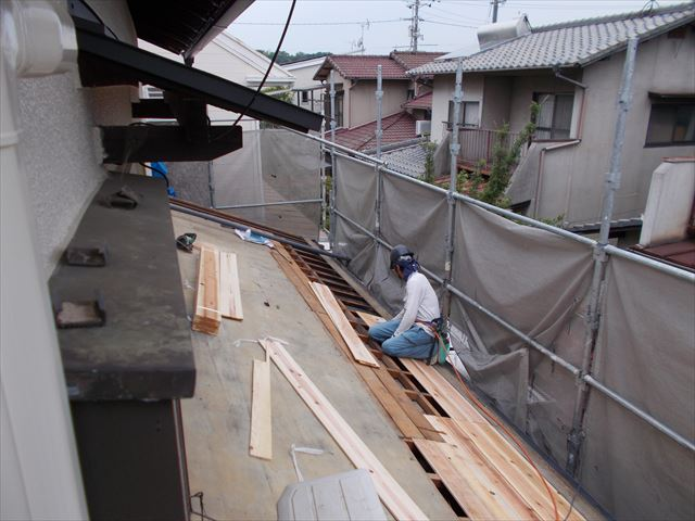 岡山市南区 屋根工事 雨漏り修理 化粧杉板貼り付け