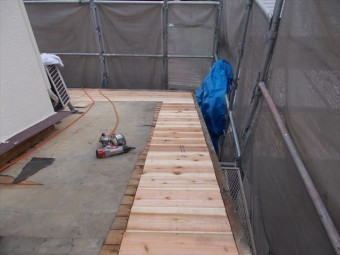 岡山市南区 屋根工事 雨漏り修理 化粧杉板貼り付け完了