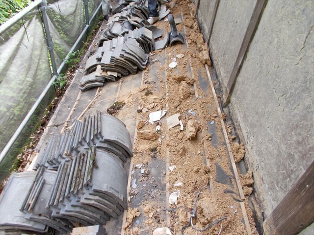 1階の屋根の瓦撤去