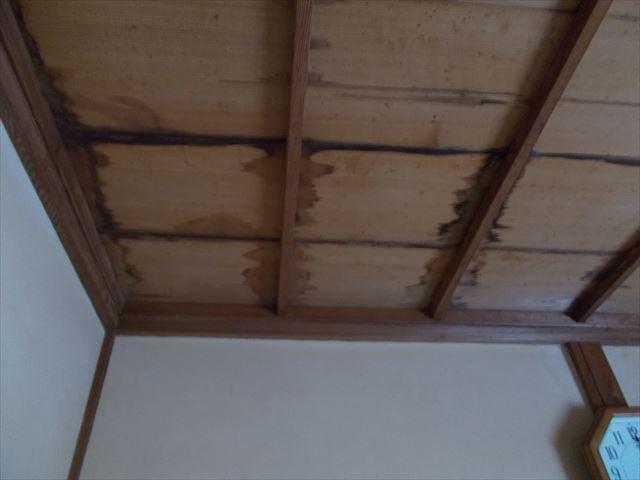 玉野市で屋根瓦の補修工事/谷廻りのズレた瓦をズレない様に施工