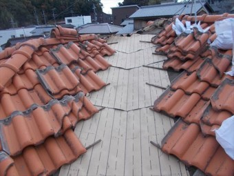 早島町で雨漏り修理 谷板金入れ換え