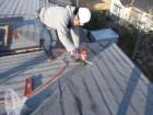 岡山市中区 カラーベストにカバー工法で釘打ちきで留めます