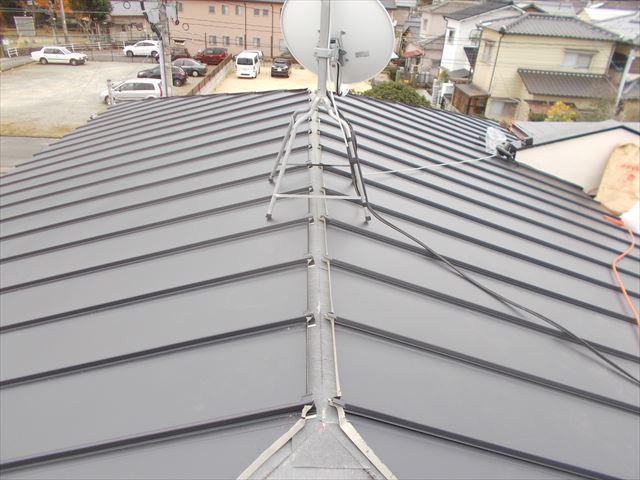岡山市中区 カバー工法のガルバリウム鋼板縦葺き
