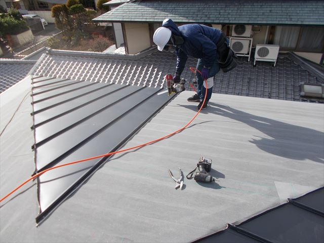 岡山市中区 ガルバリウム鋼板の屋根工事です。
