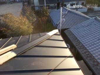 岡山市中区 ガルバリウム鋼板の縦葺きの棟下地
