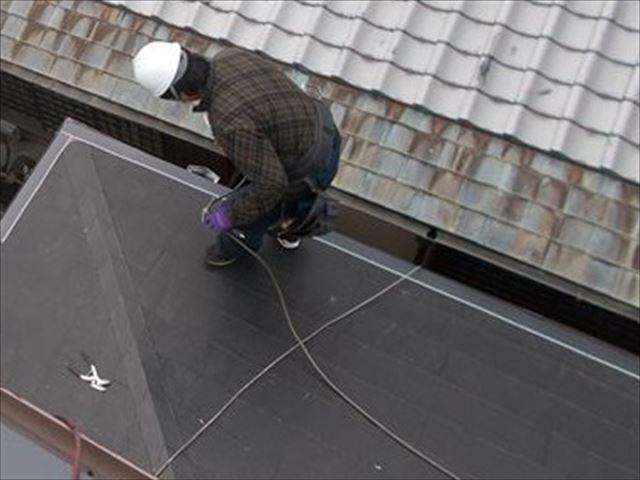 岡山市中区でスレート系屋根をそのままで施工するカバー工法1階