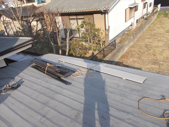 岡山市中区でカラーベストのカバー工法/1階を軽量の板金屋根に
