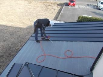岡山市中区 カバー工法1階ガルバリウム鋼板の縦葺き