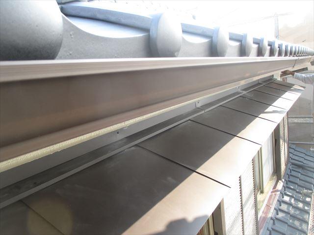 岡山市南区 屋根工事 屋根リフォーム 2階の小庇と雨どい完成です