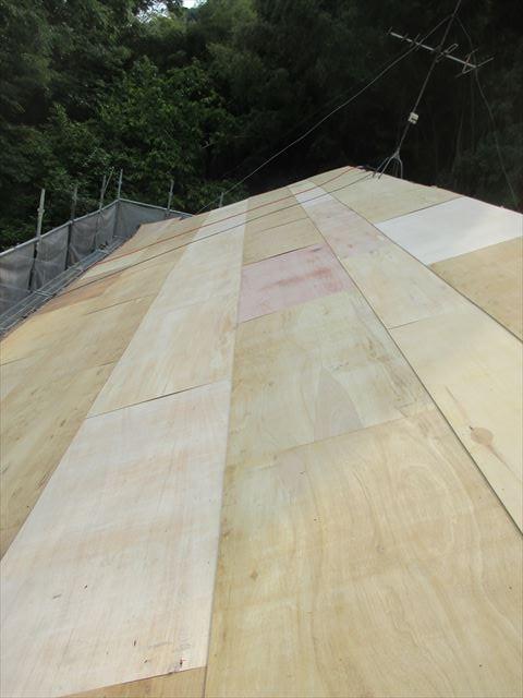 岡山県久米南町 屋根工事 雨漏り修理 前側5.5のベニヤ張り