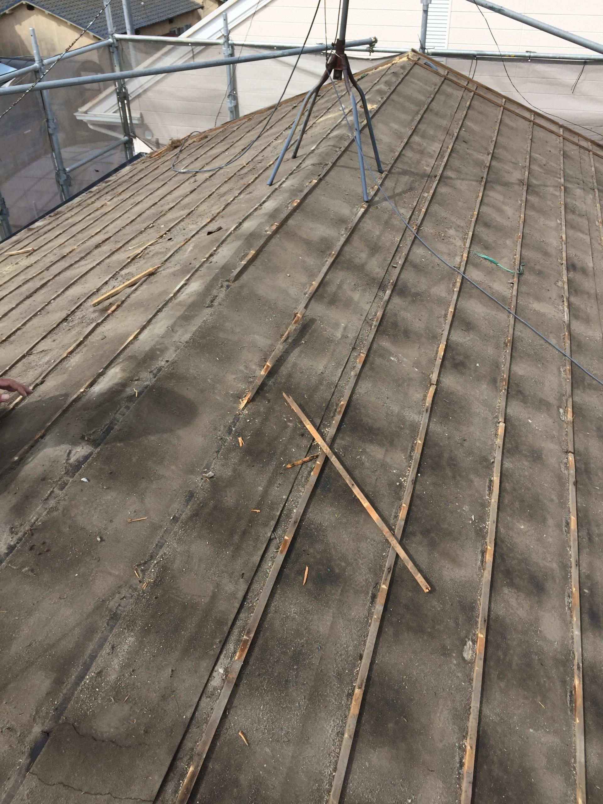 岡山市南区で屋根工事 防水紙に雨漏りあと。劣化が進み雨漏り発生。