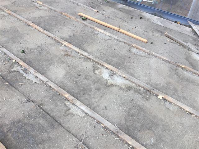 岡山市南区 屋根工事 屋根リフォーム 瓦撤去 雨漏りあと多数あります
