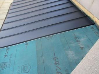 倉敷市 雨漏り修理 屋根リフォーム 縦葺き工事中