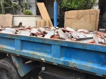 岡山市北区 屋根工事 屋根リフォーム ダンプカー2車廃材が出ます