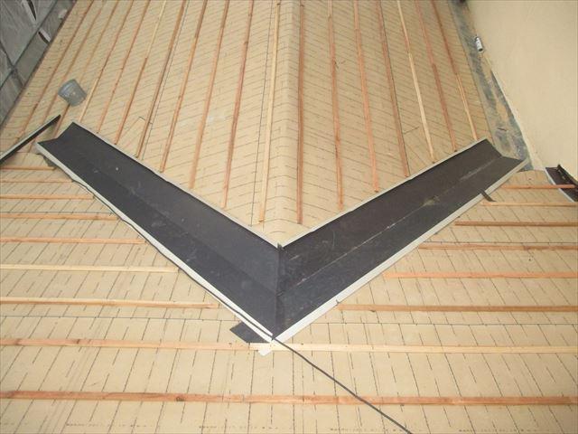 備前市 瓦屋根葺き替え工事 1階の桟木打ち瓦割り
