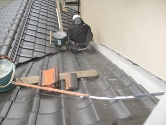 備前市でシリコンが入った南蛮漆喰シルガードを壁際に使います。