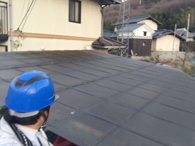 岡山市東区で鉄骨で出来たカーポートの波板が経年劣化で割れ雨漏り